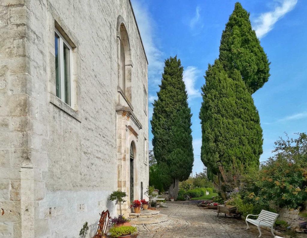 facciata ed ingresso casa padronale